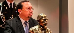 """Ing. Paulo Rodríguez recibió estatuilla """"Eloy Alfaro"""" por su trabajo en beneficio del país (Con versión Kichwa)"""