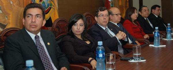 Vocales del Consejo de la Judicatura reciben condecoración