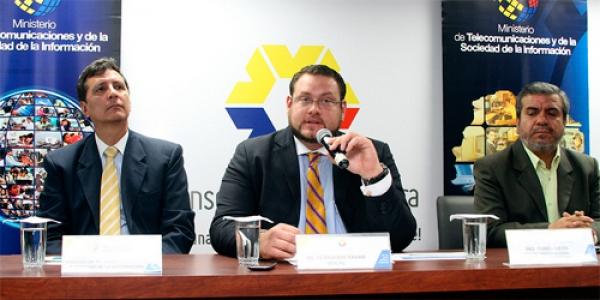 Consejo de la Judicatura y Ministerio de Telecomunicaciones devuelven celulares robados a sus propietarios