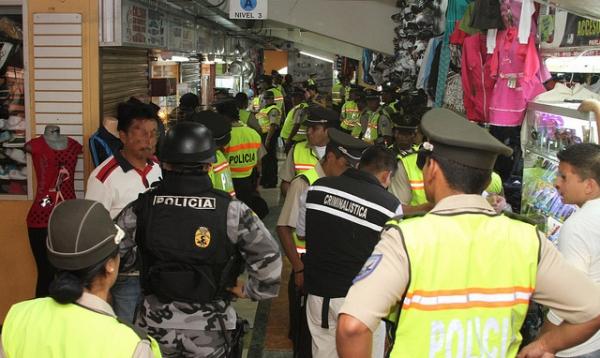 En Quito se realizó operativo interinstitucional de control de artículos de dudosa procedencia