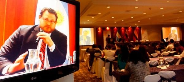 Dr. Fernando Yávar expone sobre los delitos en la administración pública